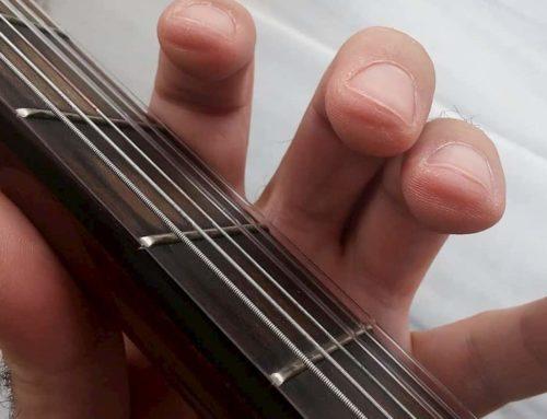 چطور برای تمرین گیتار، پینه انگشتان را ایجاد کنیم و از درد سر انگشتان خلاص شویم؟
