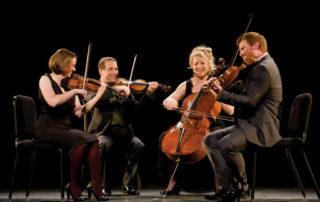 چهار نوازنده ویولن، ویولا، ویولن سل، کنترباس